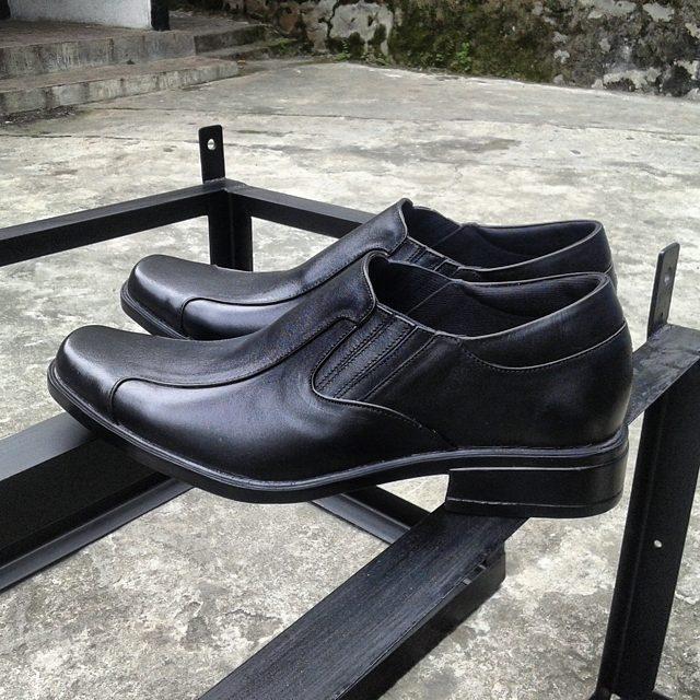 Sepatu Pantofel Selop Hitam