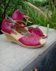 Sandal Kulit Wanita Hak Tinggi Warna Pink Desain Terbaru MS8F