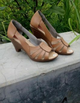 Sandal Kulit Wanita Hak Tinggi Warna Tan MS9F