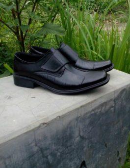 Sepatu Formal Pria Warna Hitam untuk Kantor Kode MS8M