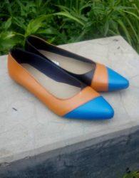 Sepatu Kulit Formal untuk Wanita Warna Tan Kombinasi Biru MS10F
